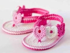 15 free baby booties crochet patterns - Crafty Tutorials - Be crafty, be creative, be yourself! Crochet Baby Sandals, Booties Crochet, Crochet Baby Clothes, Crochet Shoes, Love Crochet, Crochet For Kids, Baby Booties, Knit Crochet, Crochet Slippers