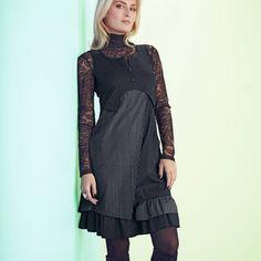 Rochie gri cu negru-Aplicaţii dungi fantezie la umeri şi la fustă. Decolteu rotunjit cu fermoar pe jumătate - Aplicaţii dungi fantezie la umeri şi la fustă - Buzunar mic fronsat fantezie în faţă - Baza cu volane şi volan dublu pe partea stângă - Lungime 94,5 - 101 cm în funcţie de mărimi - Mărimi 36 - 54 Dress Up, High Neck Dress, Winter Fashion, Cold Shoulder Dress, Dresses With Sleeves, Long Sleeve, Black, Design, Women