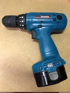 Convert Old Cordless Tools to Lithium Power: 5 Steps (with Pictures) Cordless Power Tools, Power Tool Batteries, Battery Drill, Battery Hacks, Battery Tools, Best Hand Tools, Cordless Drill Reviews, Cheap Power Tools, Woodworking Power Tools