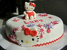 Gateau Hello Kitty { pâte à sucre } Fleurs et papillons...