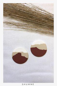 Handmade Polymer Clay Disc Stud Earrings / Desert Pattern Woman Fashion, Boho Fashion, Fashion Models, Fashion Jewelry, Unique Earrings, Earrings Handmade, Unique Jewelry, Soutache Earrings, Stud Earrings