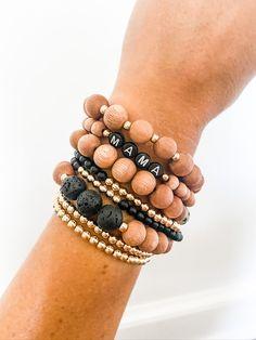 Making Bracelets With Beads, Beaded Bracelets Tutorial, Handmade Bracelets, Bracelet Making, Jewelry Making, Name Bracelet, Bracelet Sizes, Wood Bracelet, Embroidery Bracelets