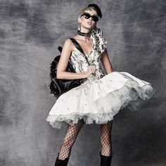 JEREMY SCOTT https://www.fashion.net/jeremy-scott #jeremyscott #fashionnet #fashion #look #mode #moda #style #model #designers