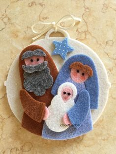 Nativity Ornaments, Felt Christmas Ornaments, Christmas Nativity, Christmas Art, Felt Crafts Patterns, Felt Crafts Diy, Happy Christmas Day, Christmas Gift Card Holders, Handmade Christmas Decorations