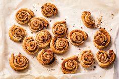 Deze easy broodjes rol je in 10 min. de oven in! - Recept - Allerhande Healthy Fruit Cake, Healthy Fruits, Healthy Smoothies, Healthy Food, Dutch Recipes, Best Chef, High Tea, Dessert Recipes, Desserts