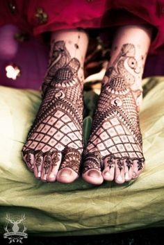We could probably spend an hour looking at this weddings Mehendi photos and still not have enough of them. Right from the absolutely delightful Mehendi decor, to this bride's vibrant lehenga, from the. Mehendi, Mehandi Henna, Mehandhi Designs, Henna Designs, Wedding Story, Wedding List, Wedding Ideas, Gold Toe Rings, Foot Henna