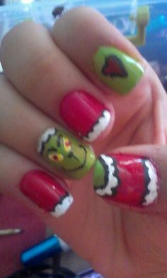 Grinch christmas nails :)