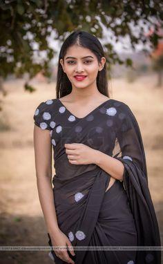 Beautiful Blonde Girl, Beautiful Girl Indian, Beautiful Saree, Stylish Girl Images, Stylish Girl Pic, Chiffon Saree, Silk Chiffon, Beauty Full Girl, Beauty Women