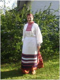 Kotkan Kansantanssijat (Unknown Cache) in Finland created by SonjaL&J-P, aannnnii Geocaching, Finland, Sari, Costumes, Fashion, Moda, Saree, Dress Up Outfits, Fashion Styles