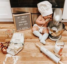 😍🥐 How much should you be feeding your baby and what should you be feeding them? We've got a handy age-by-age… Monthly Baby Photos, Newborn Baby Photos, Baby Boy Photos, Cute Baby Pictures, Monthly Pictures, Baby Monat Für Monat, Milestone Pictures, Baby Letters, Foto Baby