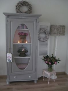 Le plus à jour Écran glass armoire ideas Concepts Shabby Chic Cottage, Shabby Chic Homes, Shabby Chic Furniture, Painted Furniture, Furniture Design, Pintura Patina, Vintage Shabby Chic, Country Chic, Furniture Makeover
