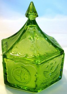 TIARA Indiana Glass green Americana Patriotic COLONIAL CANDY BOX Eagle Stars vintage 6-sided