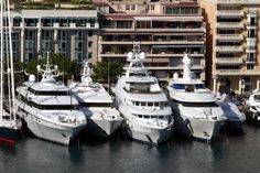 I'd be ok with this parking problem Sport Yacht, Yacht Boat, Big Yachts, Luxury Yachts, Marquis Yachts, Yachting Club, La Croix Valmer, Yacht Fashion, Yacht Builders