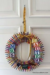 Making this!! ! Crayon Wreath!