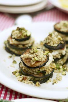 aubergine met quinoa en gegrilde haloumi en een slaatje van courgettecarpaccio met sinaasappel