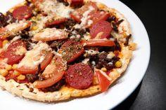 Lavkarbo pizza med sprø bunn Oppskrift 1 pizzabunn 4 eggehviter (eller ca. 120 g) 20 g fiberfin 1 ts salt 1 ts oregano 1 halv ts sort pepper 1 ts fiberhusk Lchf, Paella, Food For Thought, Vegetable Pizza, Nom Nom, Food Porn, Food And Drink, Low Carb, Stuffed Peppers