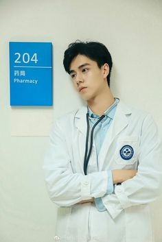 I suddenly need a surgery Handsome Anime Guys, Handsome Boys, Asian Actors, Korean Actors, China Movie, Chines Drama, Anime Muslim, W Two Worlds, A Love So Beautiful