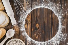 White frame made with flour and fresh breads on wooden background Free Photo Food Background Wallpapers, Food Backgrounds, Pizza Background, Wooden Background, Pattern Background, Vintage Photo Frames, Wooden Picture Frames, Cake Logo, Types Of Bread