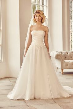 A strapless ball-gown style dress with applique petals over organza and tulle.  <strong>Size: </strong>8 – 30 <strong>Colour: </strong>Ivory <strong>Fabric:</strong> Organza, tulle and applique petals <strong>Style:</strong>Ball Gown <strong>Neckline:</strong>Strapless <strong>Laced or Zipped: </strong>Zipped