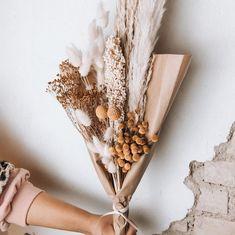 "MALA - THE CONCEPT STORE auf Instagram: ""Unser neuer Bouquet soll etwas Hoffnung ausstrahlen 🌾"" Napkin Rings, Concept, Instagram, Home Decor, Decoration Home, Room Decor, Home Interior Design, Napkin Holders, Home Decoration"