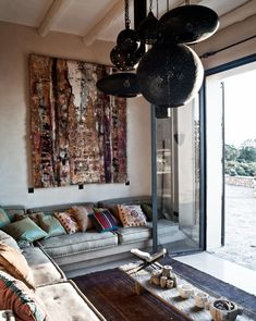 Couch full off pillows and a carpet on the wall | Styling Sunnara Bijl | Photographer Marc van Praag | vtwonen August 2014