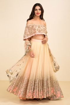 You don& have to own a designer lehenga to look your best. Now you can look like a pataka Sister of the bride budget suggestions included. Dress Indian Style, Indian Dresses, Indian Outfits, Indian Clothes, Choli Designs, Lehenga Designs, Designer Bridal Lehenga, Designer Wedding Dresses, Saris