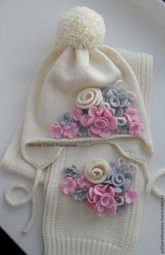 Gorros y bufandas hechas a mano. Feria de maestros ...  bufandas   3add9f8792b