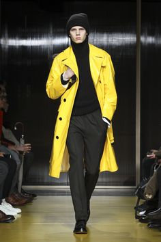 The complete Boss Fall 2018 Menswear fashion show now on Vogue Runway.