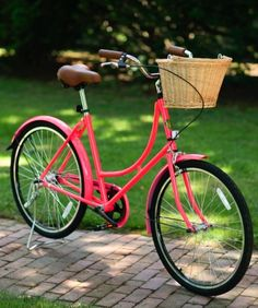 My City Bike came. This one isn't mine. I got it a teal basket from Target. Getting ready to cruise down to the bay, the museum, the cafe. cool.