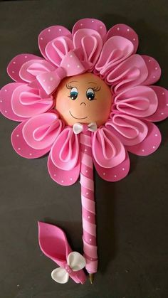 How to Make Large Paper Flowers By Hand or With a Cricut Kids Crafts, Foam Crafts, Diy And Crafts, Arts And Crafts, Felt Flowers, Fabric Flowers, Paper Flowers, Karneval Diy, Sewing Projects