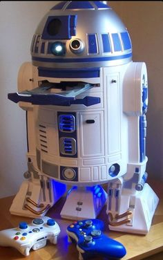"""Custom R2-D2 Xbox 360 with projector"" and here I thought my R2D2 300gb xbox was cool. :O"