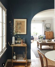 Dark navy living room with a gold bar cart. Living Room Green, Home And Living, Living Room Decor, Modern Living, Dark Walls Living Room, Cozy Living, Luxury Living, Small Living, Bar Deco