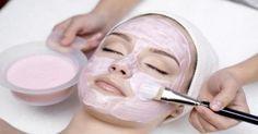 Cildi Geren Maskeler Güzellik ve cilt bakımı konusunda en çok uygulanan yöntemler arasında yüz maskeleri bulunmaktadır. Yüz maskeleri çeşitli nedenlerle uygulanmaktadır. Bu nedenler arasında cildi geren maskeler en çok kullanılan maskelerdir. Gergin bir cilt sayesinde kırışıklıklara yer olmaz. Daha genç ve daha diri bir cildin yolu da gergin bir ciltten geçmektedir. Pürüzsüz, genç, diri ve …