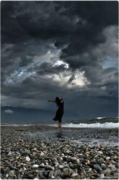 İnsana en çok şiir yakışıyor.. sonra yeryüzüne yağmur.. Gökyüzüne mavi... - Ahmet Telli #sözler #anlamlısözler #güzelsözler #manalısözler #özlüsözler #alıntılar #alıntı