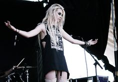 Taylor Momsen! she is cool!