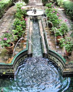 Fountain in the Andalusian garden of the Sorolla Museum, Madrid Moroccan Garden, Pond Fountains, Pond Water Features, Mediterranean Garden, Spain And Portugal, Garden Structures, Spanish Towns, Spain Travel, Land Scape