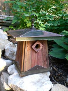 Advice and instructions for hanging or pole mounting this birdhouse are…