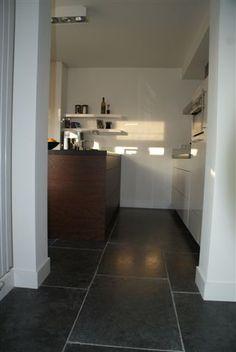 Tegelvloer Home And Living, Alcove, Tile Floor, Bathtub, Flooring, Kitchen, Standing Bath, Bathtubs, Cooking