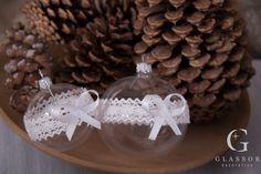 skleněné vánoční ozdoby Christmas Bulbs, Holiday Decor, Home Decor, Christmas Light Bulbs, Homemade Home Decor, Interior Design, Home Interiors, Decoration Home, Home Decoration
