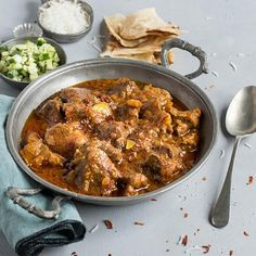 What to do with leftover lamb? Why not to try this delicious and aromatic leftover lamb curry? Visit Schwartz for the Leftover Lamb Rogan Josh recipe. Leftover Lamb Curry, Leftover Lamb Recipes, Leftover Roast Lamb, Leftovers Recipes, Dinner Recipes, Lunch Recipes, Dinner Ideas, Spicy Recipes, Curry Recipes