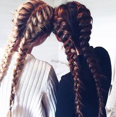 Repin if you've ever had a sleepover with your bestie and all you did was each other's hair and nails! Photo via @frejskatt