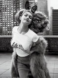 Gigi Hadid zonder BH in CR Fashion Book - Fashionscene.nl