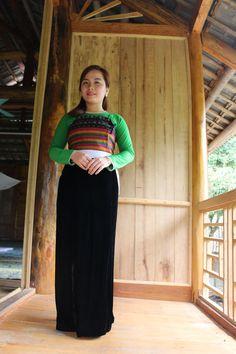 Essayez le fameux costume traditionnel et partagez des moments forts avec les habitants de Mai Chau.