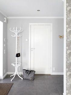 roomdeco.blogg.se - Väggfärg från Scotte, S1500-N Hall Colour, Modern Master Bathroom, Home Budget, Floor Patterns, Small Room Bedroom, Living Room Inspiration, House Colors, Sweet Home, Indoor