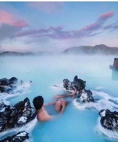 Quem gostaria de mergulhar nestas águas termais de Blue Lagoon?  #iceland #bluelagoon #travel #wonderfulplaces #amazingplaces #viajar