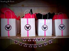 Treat bags and mini banner at a Pink Minnie Mouse Party #pinkminniemouse #party
