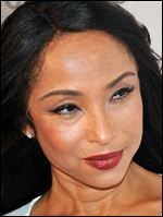 Sade - timeless beauty, British singer-songwriter, composer, and record producer. Quiet Storm, Easy Listening, Jennifer Aniston, Sade Adu, Jazz, Soul Music, Female Singers, Beautiful Black Women, Beautiful People
