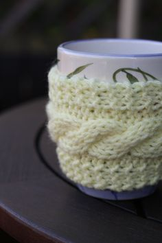 homebody buttoned mug cozy knitting pattern (plain and cabled) « the incurable homebody