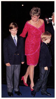 Dec 91. .... MAGNIFIQUE PHOTO AVEC SES 2 beaux enfants... William et Harry....