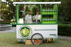 <p> A custom juice cart was decked out in the colors of the day—and, of course, the event's hashtag.</p>